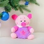 и8 Свинка в фиолетовом костюме игр-погрем. 16 см , текст., 3251380